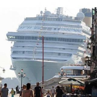 Grande-nave-a-Venezia