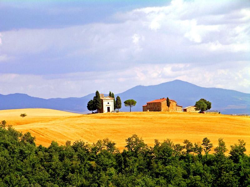Ministro franceschini intervenga sul paesaggio toscano in for Piani di campagna in collina